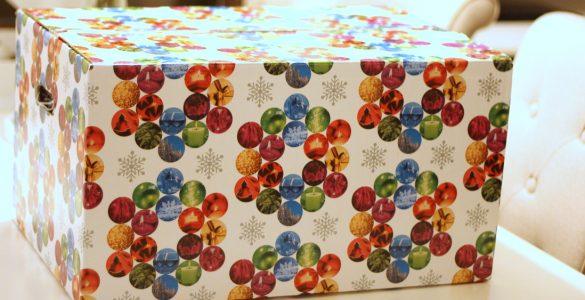 Kerstpakketten inpakken